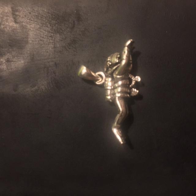 Zilveren hanger vrouwlijke duiker